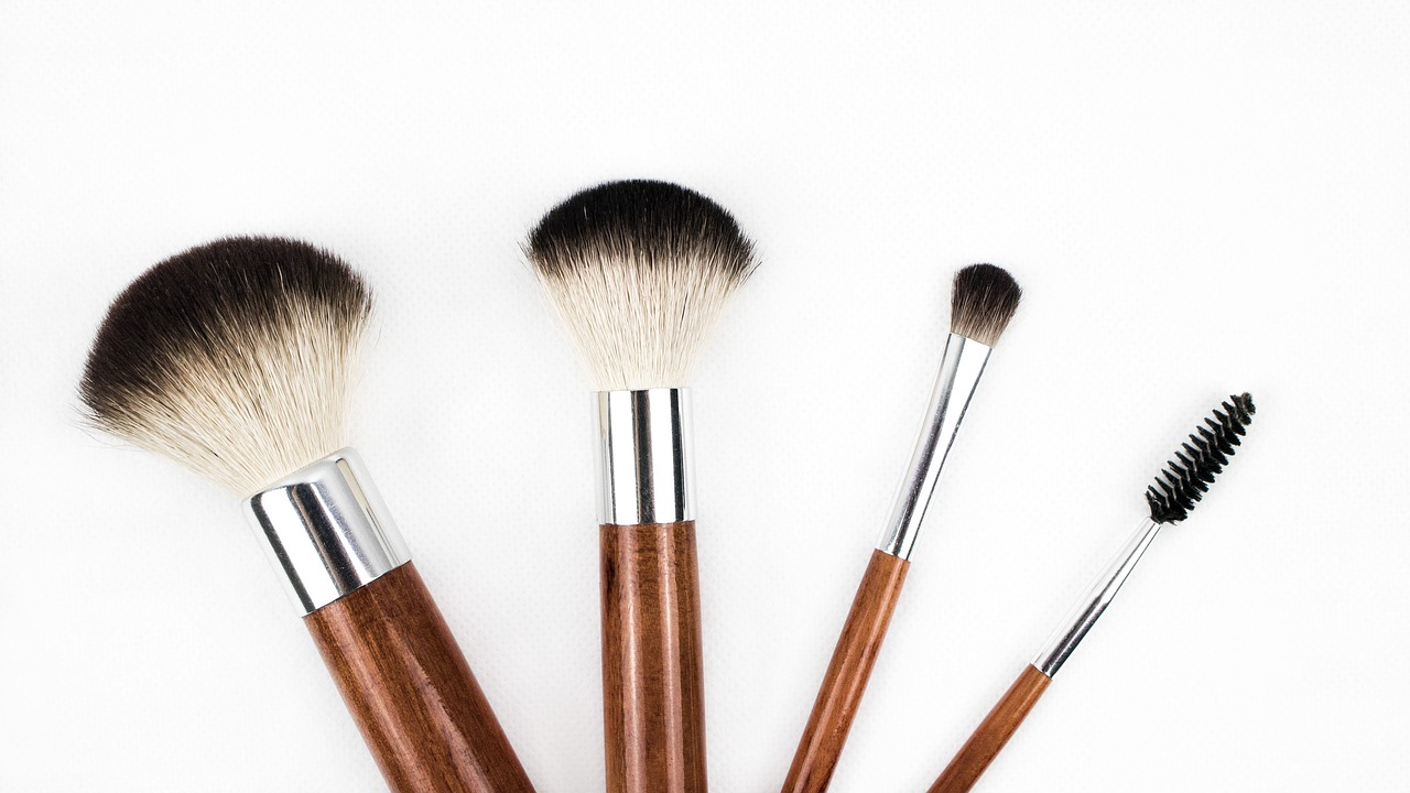 Правильное нанесение базы под макияж - кисточки для нанесения