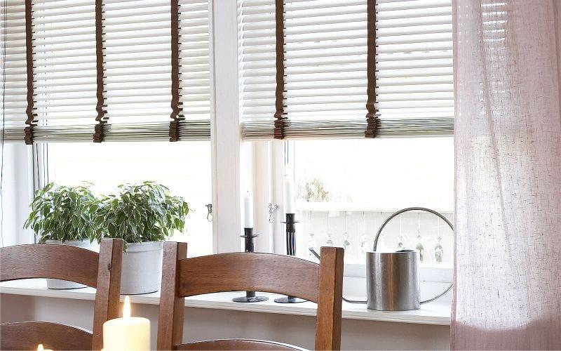 Декор окна из платика