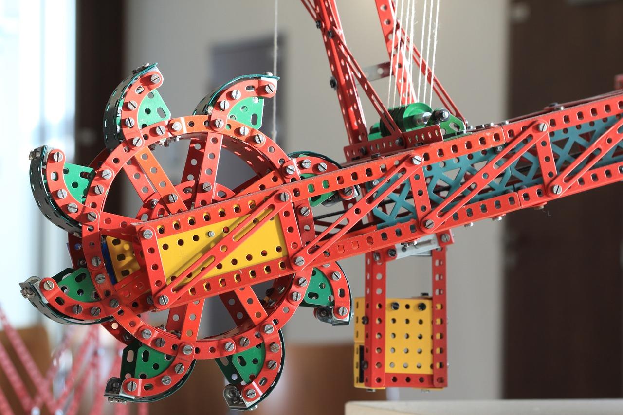 Металический конструктор для развития детей