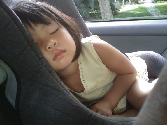 Автокресло для сна ребенка опасно для жизни