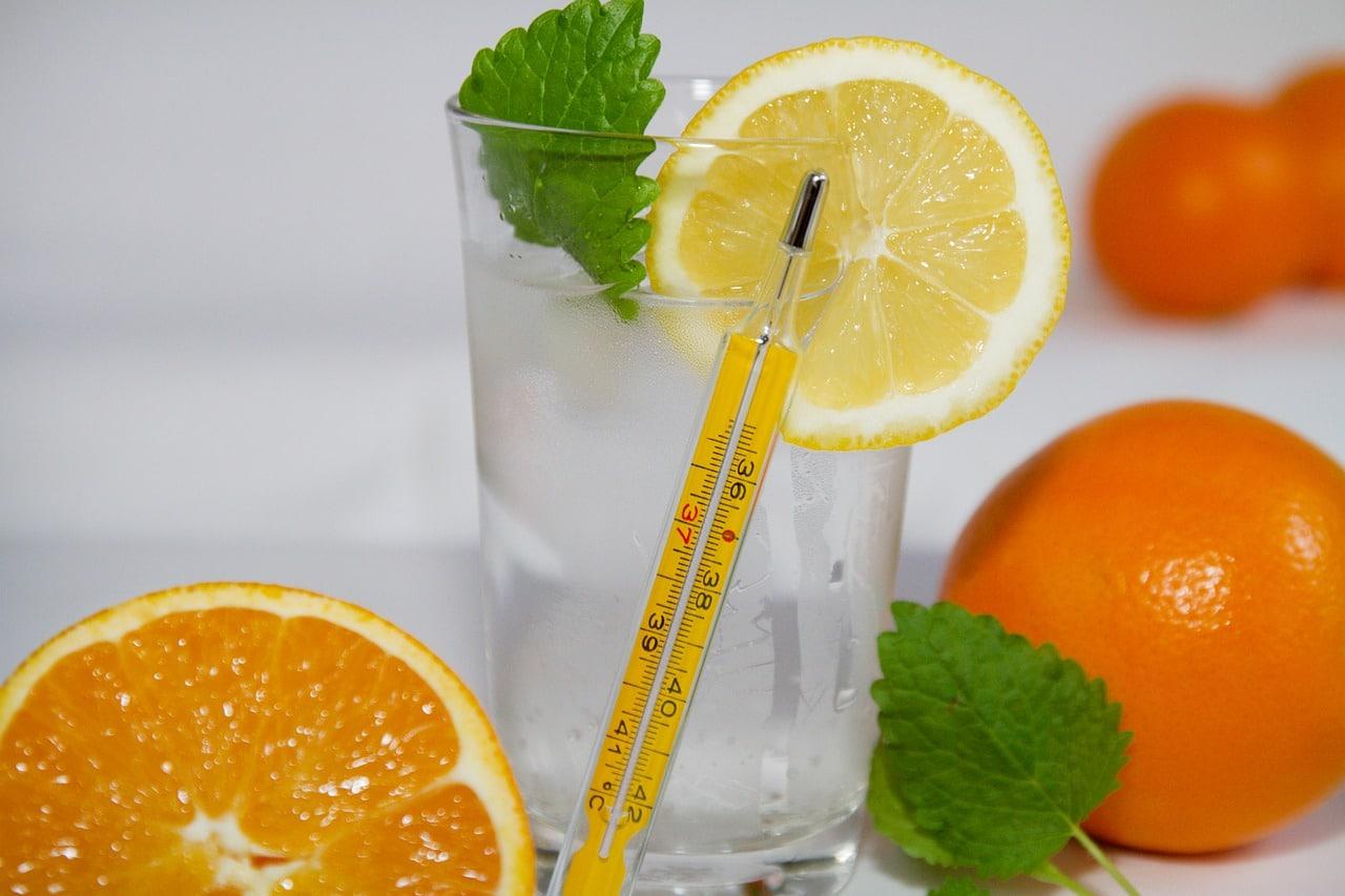 Пить стакан теплой воды натощак