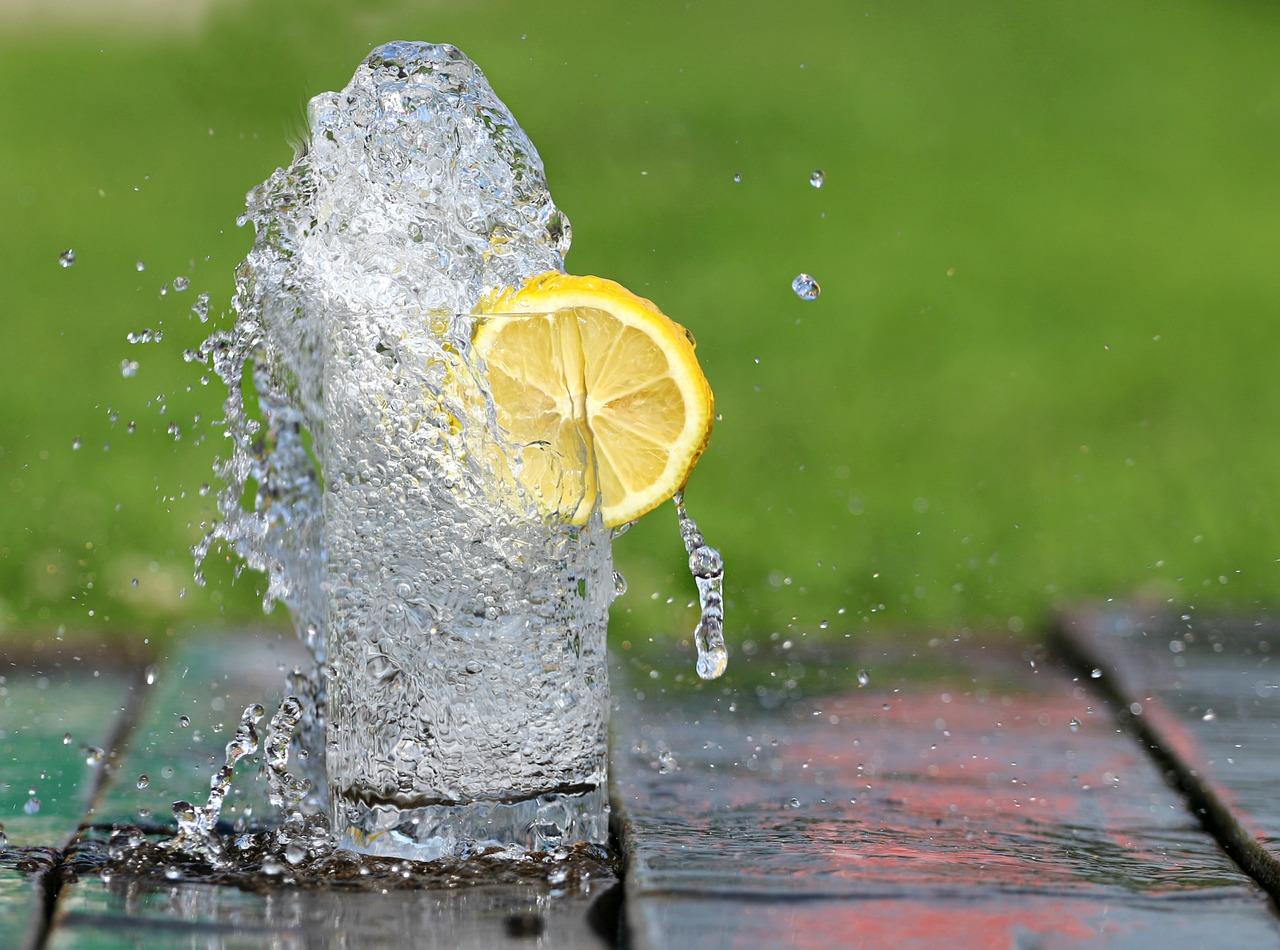 Почему полезно пить теплую воду натощак