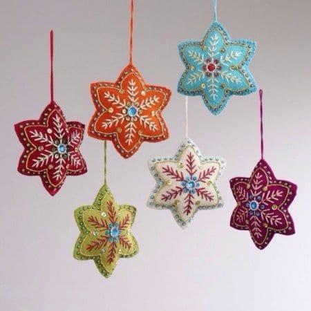 Оригинальные идеи создания новогодних снежинок из различных материалов