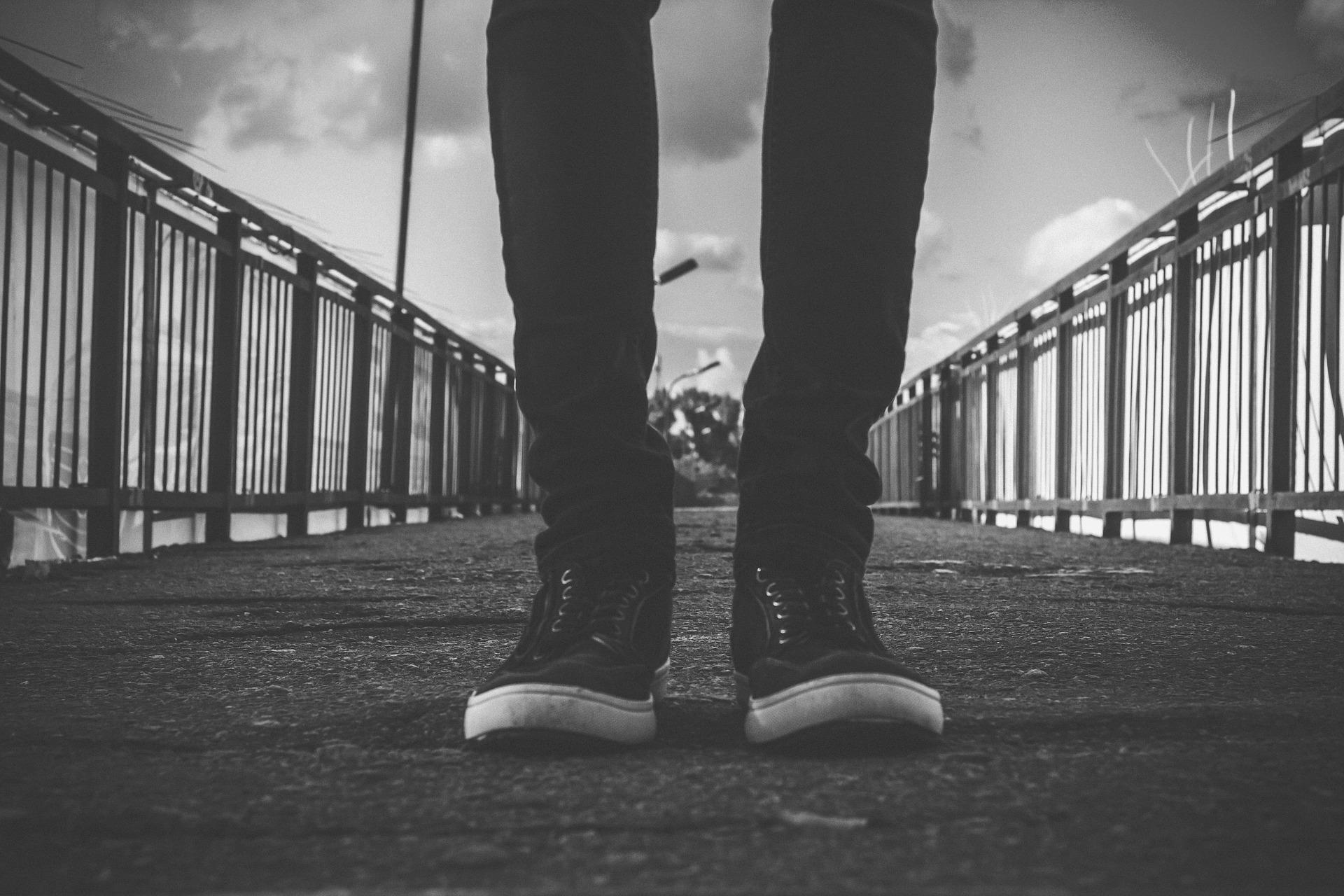 Популярные фасоны черных джинсов