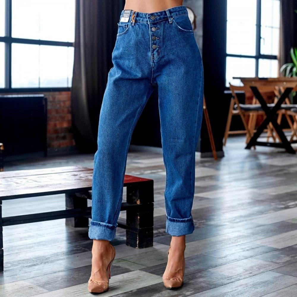 С чем носить женские джинсы бойфренды