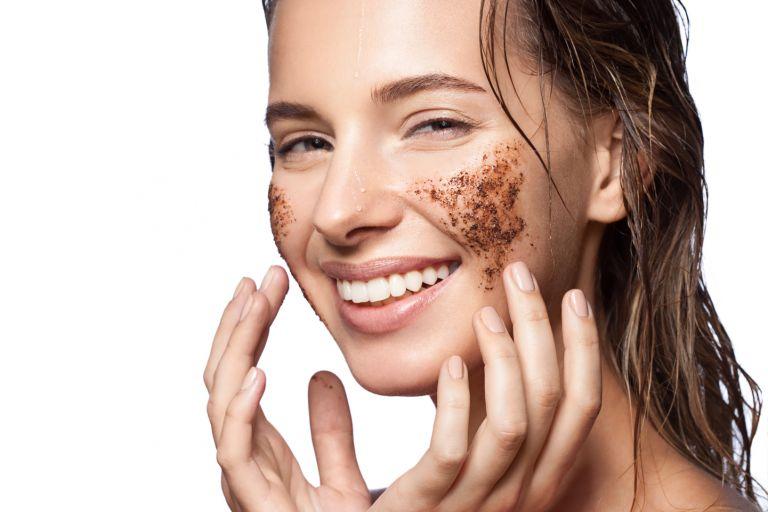Очищение кожи на лице