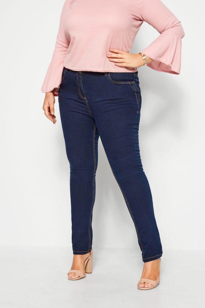 Синие классические джинсы для полных женщин
